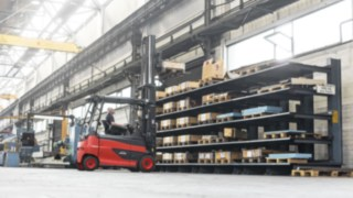 Linde electric forklift truck stacking pallets
