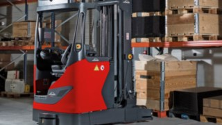 Linde R-MATIC stores goods independently at lifting heights of up to ten meters