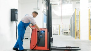 Linde forklift truck with fuel cell technology